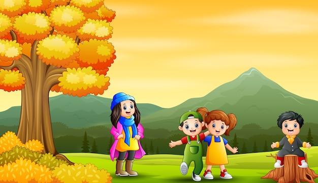 Crianças alegres na paisagem de outono