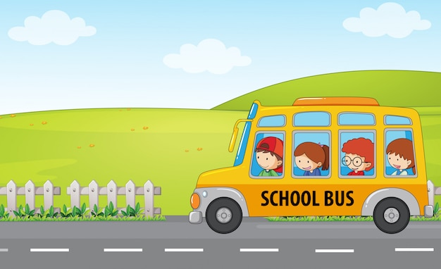 Crianças andam de ônibus escolar