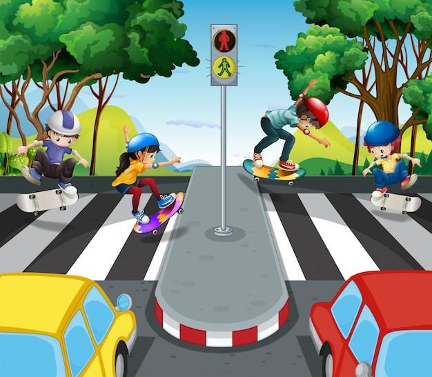 Crianças andando pela estrada