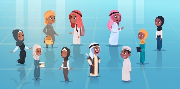 Crianças árabes meninas e meninos conjunto