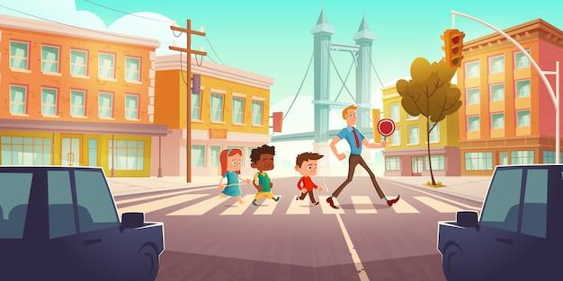 Crianças atravessando a encruzilhada da cidade com semáforos