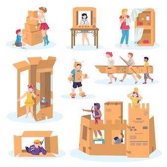 Crianças brincam com um conjunto de papelão de ilustrações em branco. menino em traje de cavaleiro medieval e castelo feito de papelão, jogo de meninas, casas de fantasia de papelão artesanal, barco, carro. imaginação.