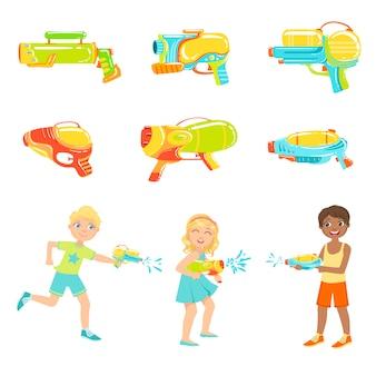 Crianças brincando com pistolas de água e armas diferentes