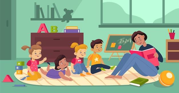 Crianças brincando na aula do jardim de infância. crianças pequenas, meninas felizes, meninos ouvem conto de fadas lido pelo professor. pessoas, móveis e brinquedos no interior do berçário. conceito de desenho animado de vetor de educação pré-escolar