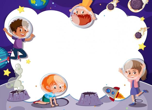Crianças brincando no modelo de espaço