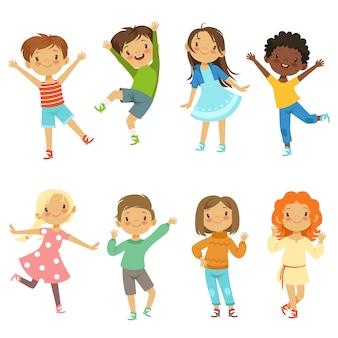 Crianças brincando. personagens engraçados de vetor isolar
