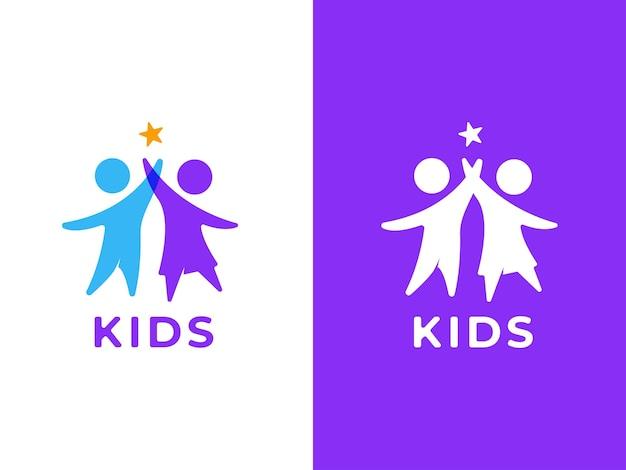 Crianças brincaram de conceito de design de logotipo