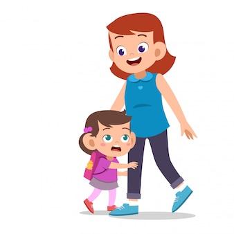 Crianças com pais na primeira escola do dia