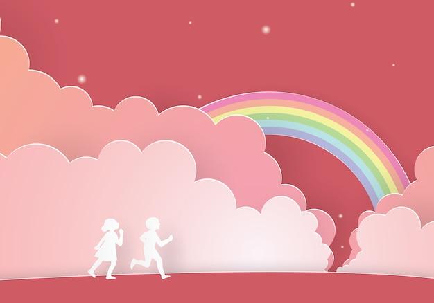 Crianças correndo juntas seguem o arco-íris