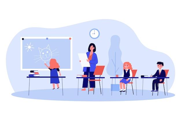 Crianças de desenho animado aprendendo em sala de aula e pintura. professor, crianças, ilustração vetorial plana escolar