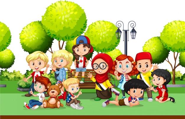 Crianças de diferentes países do parque