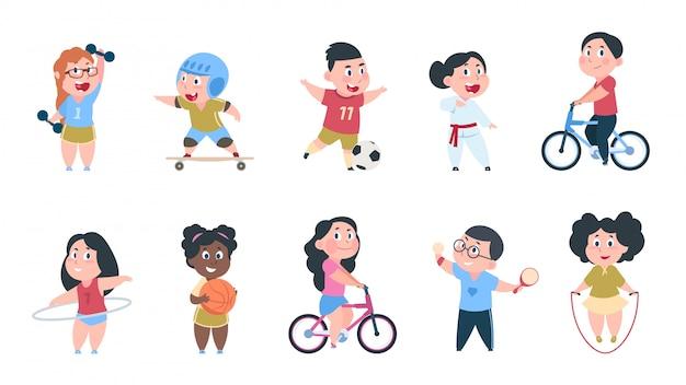 Crianças de esporte dos desenhos animados. meninos e meninas jogando bola, grupo de crianças andam de bicicleta, fazem exercícios físicos ativos.