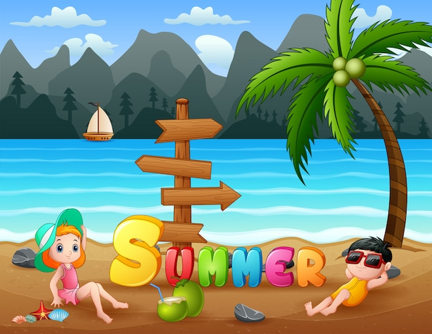 Crianças de férias de verão relaxantes na praia