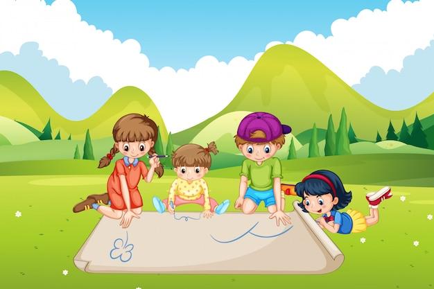Crianças desenhando no papel no parque