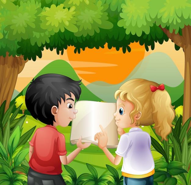 Crianças discutindo com um livro na floresta