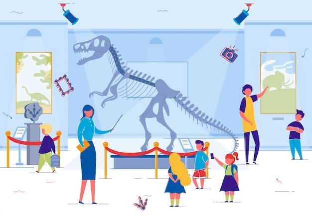 Crianças do ensino fundamental no museu histórico local