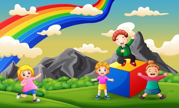 Crianças dos desenhos animados se divertindo no campo