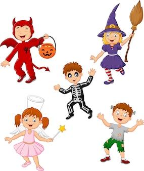 Crianças dos desenhos animados, vestindo o conjunto de coleta de traje de halloween