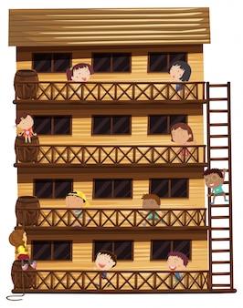 Crianças em diferentes andares da casa