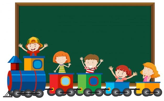 Crianças, em, trem, infront, de, quadro-negro