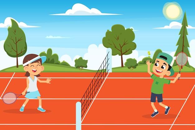 Crianças engraçadas jogam tênis na quadra aberta.