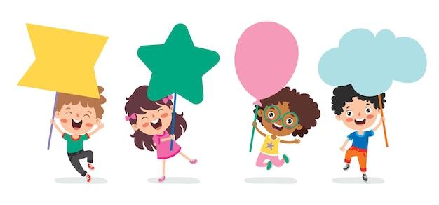 Crianças engraçadas segurando um cartaz em branco