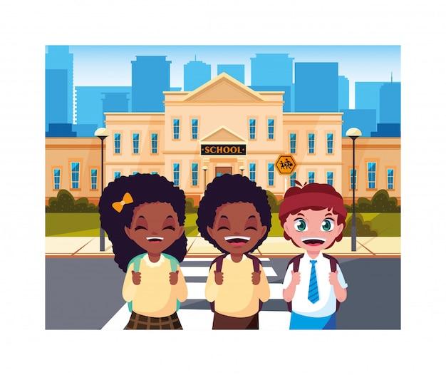 Crianças estudantes com construção de escola primária