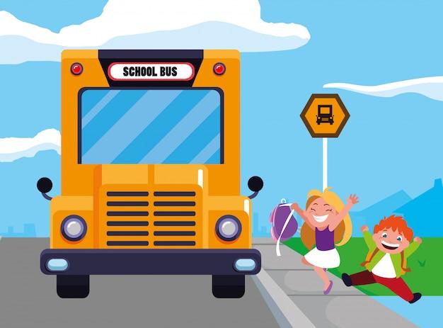 Crianças estudantes felizes na cena de ponto de ônibus escolar