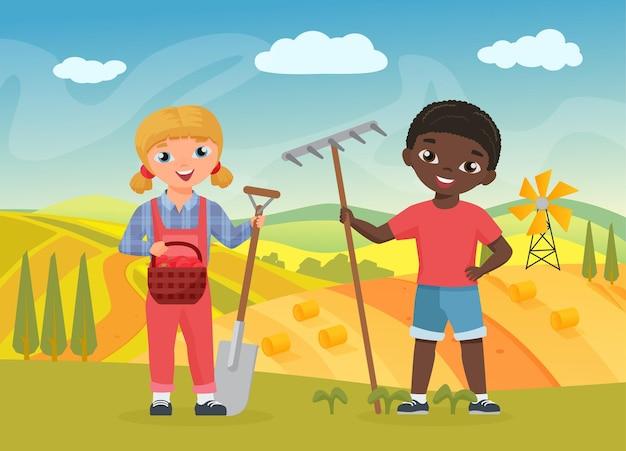 Crianças fazendeiros com ferramentas de trabalho, garotas engraçadas, trabalhadoras segurando uma pá e um forcado