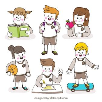 Crianças fazendo atividades escolares