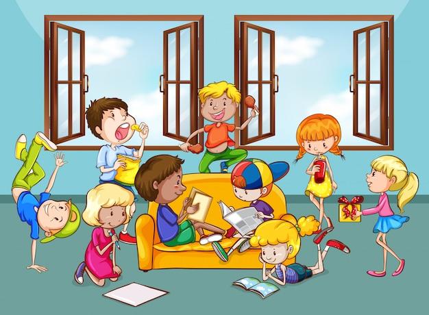 Crianças fazendo atividades na sala de estar