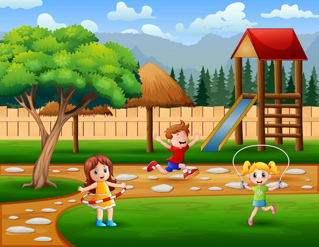 Crianças fazendo atividades no parquinho