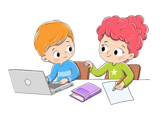 Crianças fazendo lição de casa com um computador, um livro e lápis