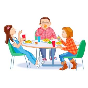 Crianças felizes almoçando juntos