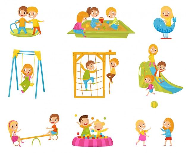 Crianças felizes brincando ao ar livre conjunto, crianças em um playground ilustrações sobre um fundo branco