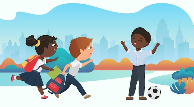 Crianças felizes brincando juntas no pátio da escola correndo para jogar bola depois das aulas