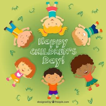 Crianças felizes do fundo do dia