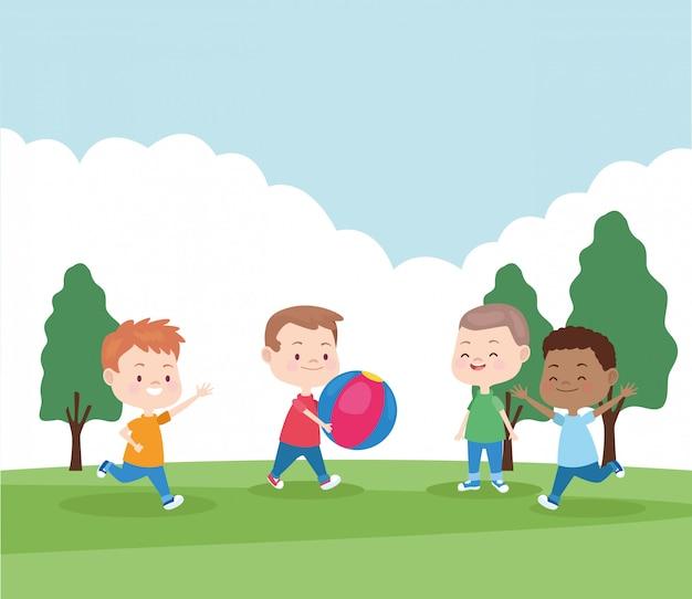 Crianças felizes dos desenhos animados no parque