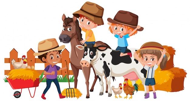 Crianças felizes e animais na fazenda