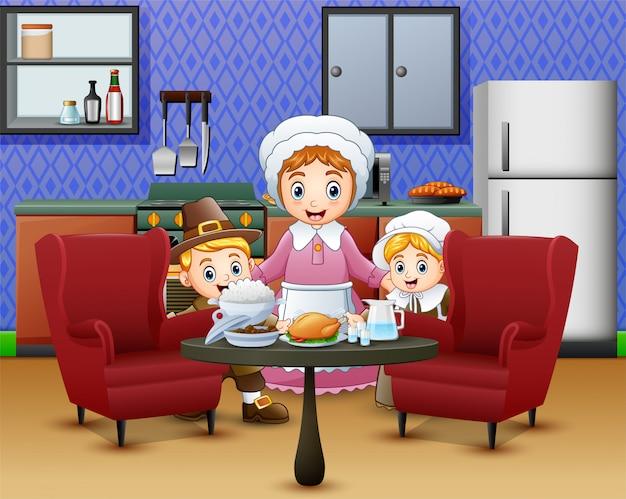 Crianças felizes e mãe perto de comida na mesa de jantar
