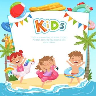 Crianças felizes e vários equipamentos para parque aquático, modelo de texto