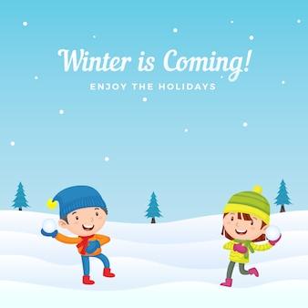 Crianças felizes gostam de jogar luta de bolas de neve na temporada de inverno