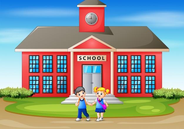 Crianças felizes, indo para casa depois da escola