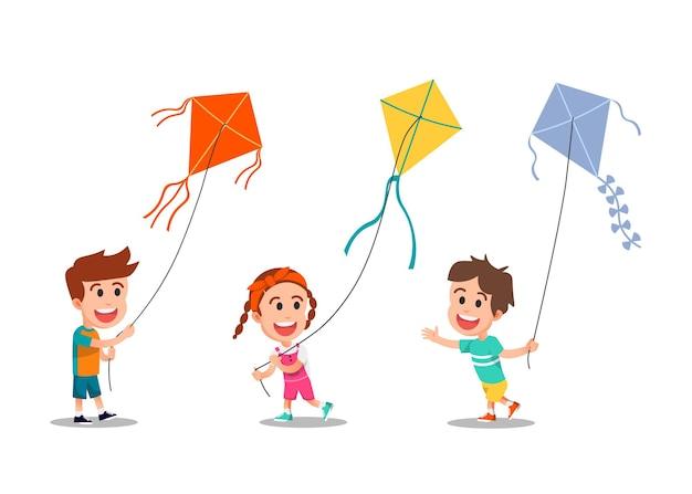 Crianças felizes jogando pipas