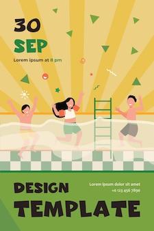 Crianças felizes, se divertindo na piscina. meninos e meninas em trajes de banho, desfrutando de atividades no clube de fitness familiar. modelo de folheto