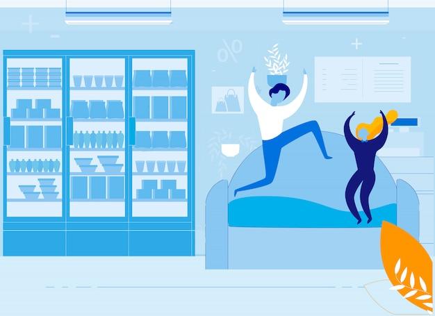 Crianças indisciplinadas, pulando no sofá na loja de móveis