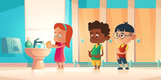 Crianças, lavando as mãos no banheiro da escola, wc.