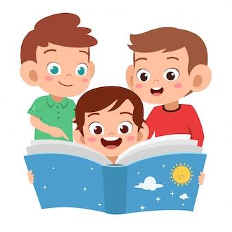 Crianças meninos lendo juntos