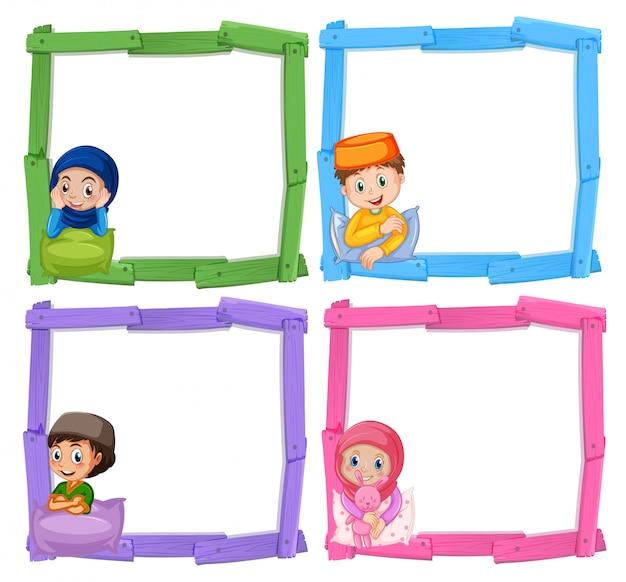 Crianças muçulmanas no frame de madeira