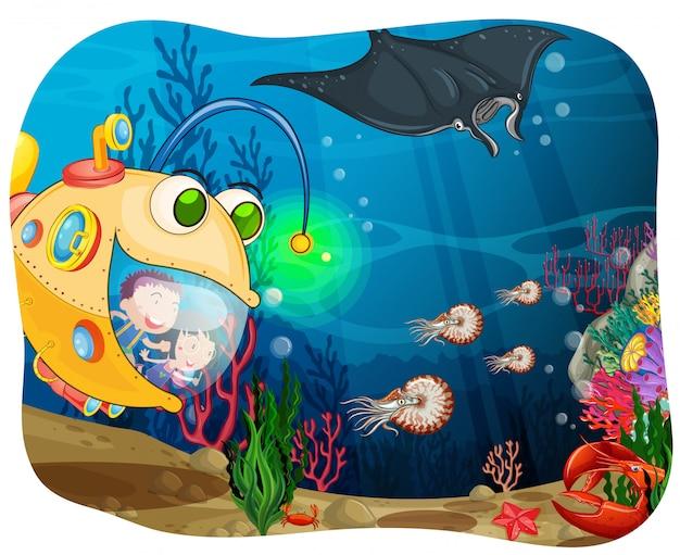 Crianças no submarino no fundo do oceano